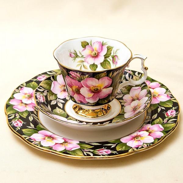 Чайная пара+Тарелка (Тройка) «Дикая Роза» Фарфор ROYAL ALBERT, Англия -1975 год.