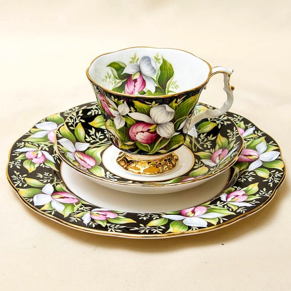 Чайная пара+Тарелка (Тройка) «Башмачок» Фарфор ROYAL ALBERT, Англия -1975 год.