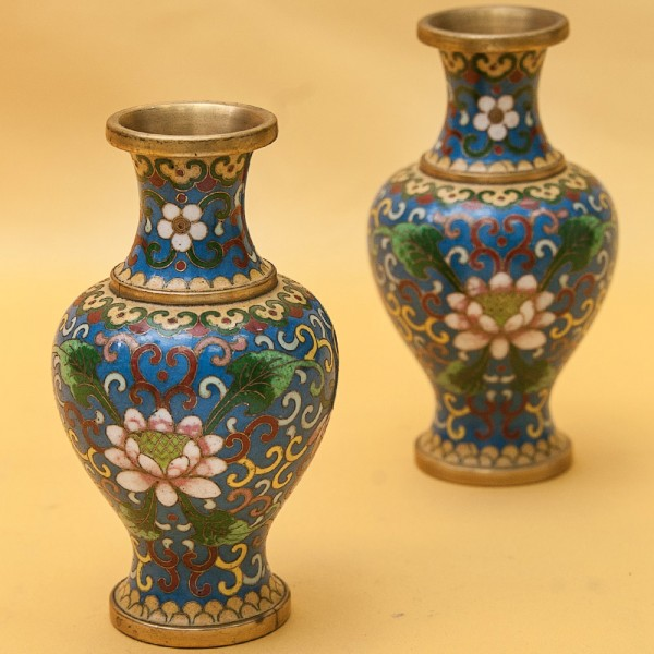 Декоративные Небольшие Парные Вазы в технике « Клуазоне» Китай 50 -е годы ХХ века Н -12 см.
