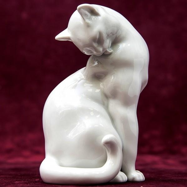 Редкая Фарфоровая Статуэтка «Кошка Умывается», ROYAL VIENNA-AUGARTEN,  Австрия 50-е гг.