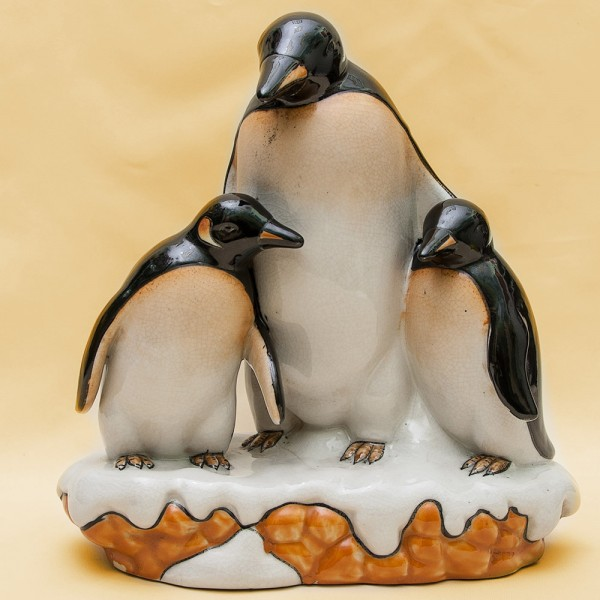 Большая Фаянсовая Статуэтка «Пингвины - СЕМЬЯ» LUX, Бельгия 30 -е годы ХХ века.
