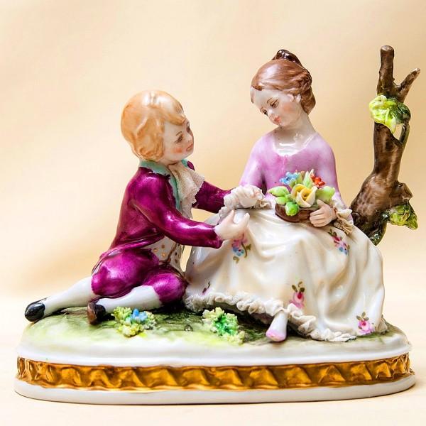Коллекционная Фарфоровая статуэтка «Дети, Первое свидание» SANDIZELL Германия.