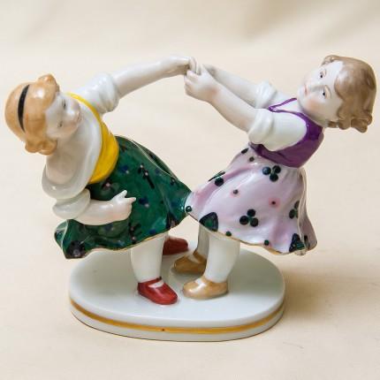 Коллекционная Фарфоровая Статуэтка «Танцующие Девочки», Карл Энц / Karl Enz, Германия, 30-е гг.