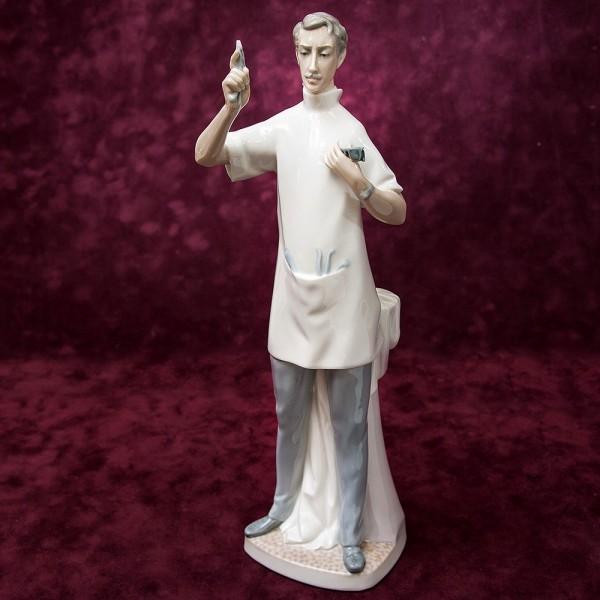 Редкая! Большая Коллекционная Фарфоровая статуэтка «Стоматолог» Lladro, Испания -1971 год.