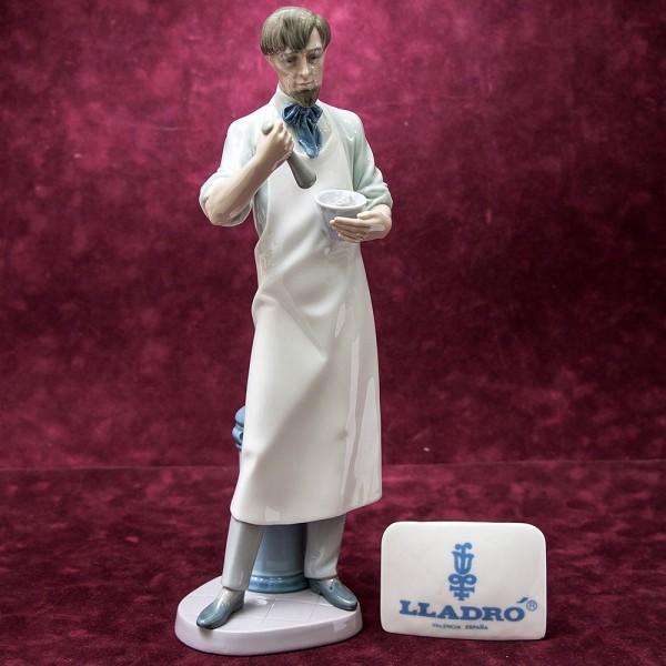 Редкая! Большая Коллекционная Фарфоровая статуэтка «Фармацевт» Lladro, Испания -1995 год.