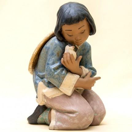 Коллекционная Фарфоровая статуэтка «Девочка с воробьем» Lladro, Испания - 1991 год.