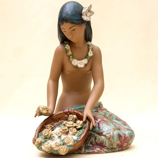 Коллекционная Фарфоровая статуэтка «Гавайская Девушка с Цветами» Lladro, Испания -1985 год.