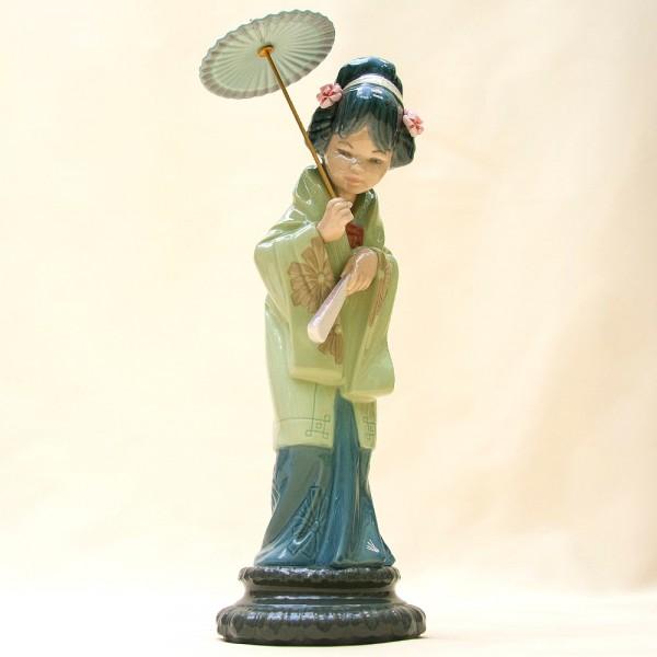 Коллекционная Фарфоровая статуэтка «Гейша с зонтом» Н - 30 см. Lladro, Испания - 1978 год.
