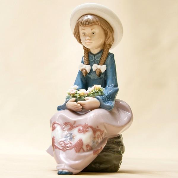 Коллекционная Фарфоровая статуэтка «Девочка с цветочной корзиной» Lladro, Испания - 1988 год.