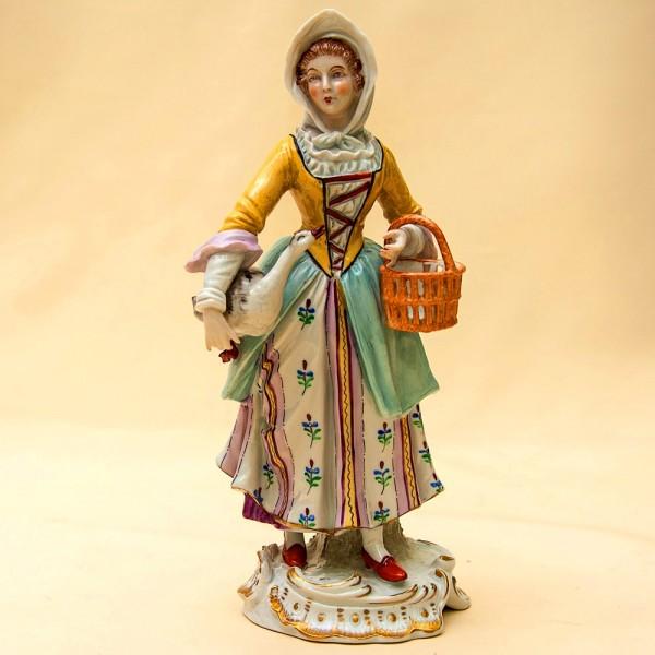 Редкость!!! Фарфоровая Статуэтка «Девушка с гусем» Н-23,5см. SITZENDORF  Германия