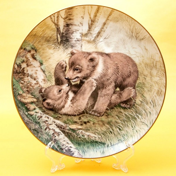 Коллекционная Тарелка «Лесной Год - МАЙ» Фарфор, Studio Fine Porcelaine Англия -1982 год.