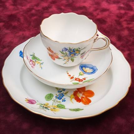 Винтажная Чайная пара+Тарелка (Тройка) серии BLUME Фарфор MEISSEN / МЕЙСЕН Германия