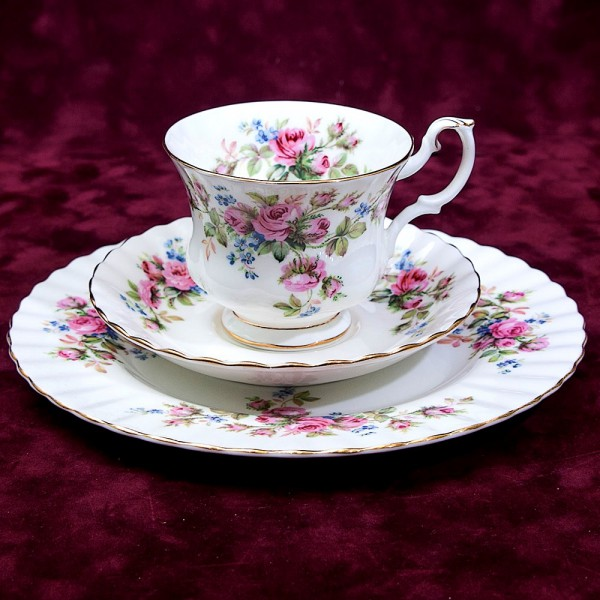 Чайная пара+Тарелка (Тройка) «Мускусная розана» Фарфор ROYAL ALBERT, Англия вторая половина ХХ века.