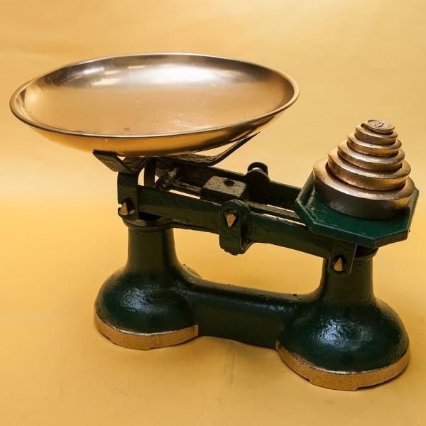 Винтажные Чугунные Кухонные весы с одной чашкой и набором гирь. Англия начало ХХ века.