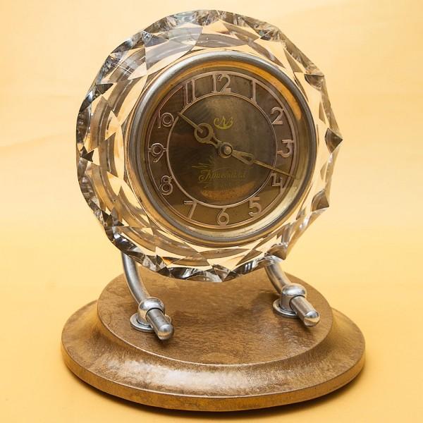 Механические Настольные Часы «Кристалл» - «МАЯК» в хрустальном корпусе - СССР -1958 год.