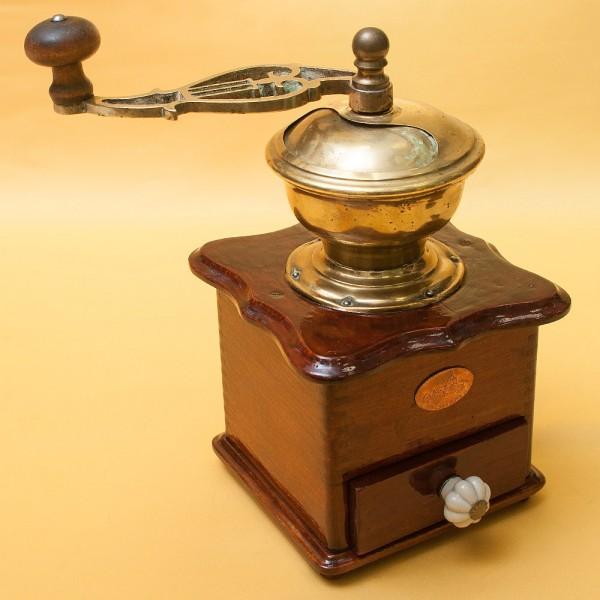 Старинная Коллекционная ручная механическая кофемолка «Schloss Burg» Германия, начало ХХвека.