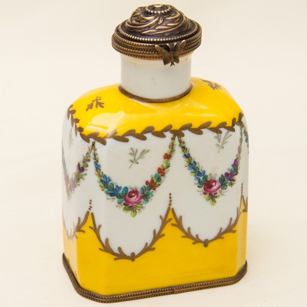 Винтажный Фарфоровый Парфюмерный Флакон, Лимож (Limoges) ФРАНЦИЯ, 30 -е годы ХХ века.