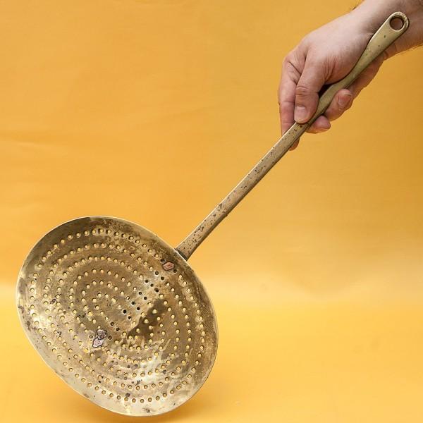 Большая Винтажная Кухонная Шумовка, латунь, Франция, середина ХХ века!