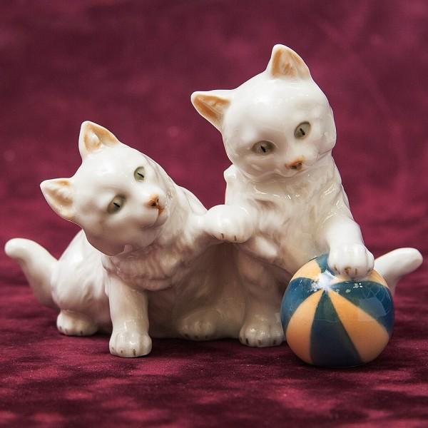 Редкая! Фарфоровая Статуэтка «Два котенка с мячом», Hutschenreuther,  Германия -1925-1939 гг.