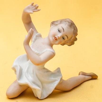 Коллекционная Фарфоровая статуэтка «Маленькая балерина» ВАЛЕНДОРФ - WALLENDORF  Германия.