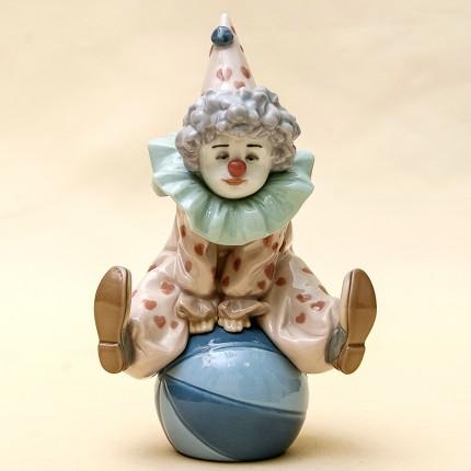 Коллекционная Фарфоровая статуэтка «Маленький Клоун на мяче» Lladro, Испания - 1990 год.