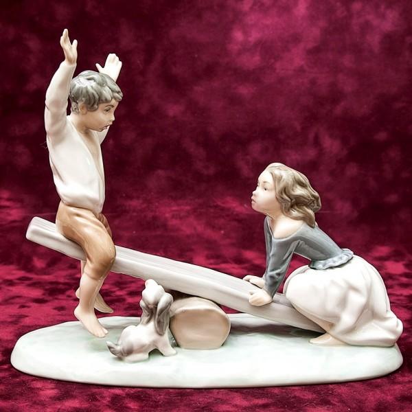 Редкая! Коллекционная Фарфоровая статуэтка «НА КАЧЕЛЯХ» Lladro, Испания -1971-1974гг.