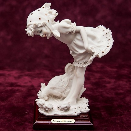 Коллекционная Статуэтка «Маленкая Птичница» Giuseppe ARMANI, Италия -1986 год.