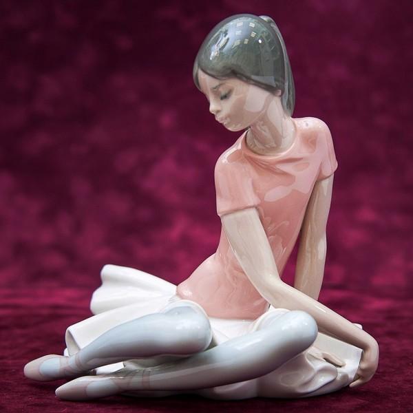 Коллекционная Фарфоровая статуэтка «Маленькая балерина в розовом» Lladro, Испания - 1985 год.