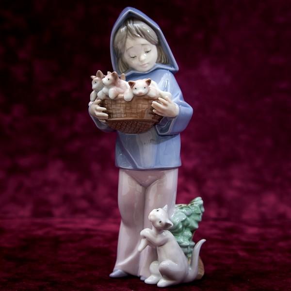 Коллекционная Фарфоровая статуэтка «Девочка и Кошки» Lladro, Испания - 1993 год.