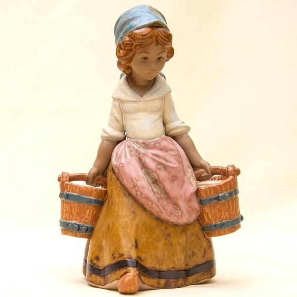 Коллекционная Фарфоровая статуэтка «Маленькая помощница» Lladro, Испания - 1978 год.
