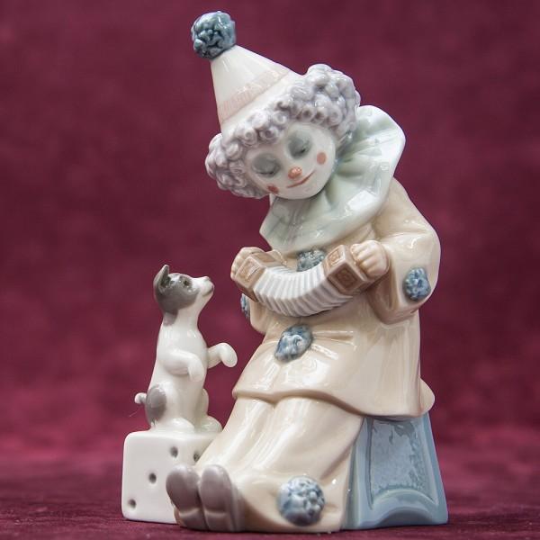 Фарфоровая статуэтка «Маленький клоун с концертино и собачкой» Lladro, Испания - 1985 год.