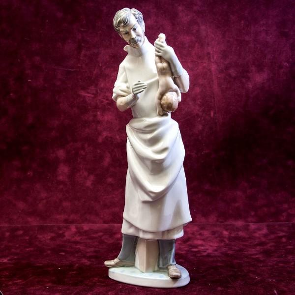 Редкая! Большая Коллекционная Фарфоровая статуэтка «Врач Акушер» Lladro, Испания -1971 год.