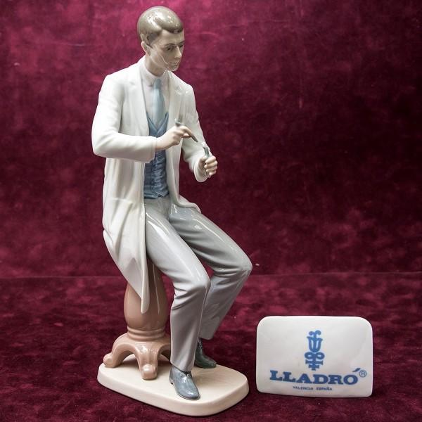 Редкая! Большая Коллекционная Фарфоровая статуэтка «Врач Стоматолог» Lladro, Испания -1997 год.