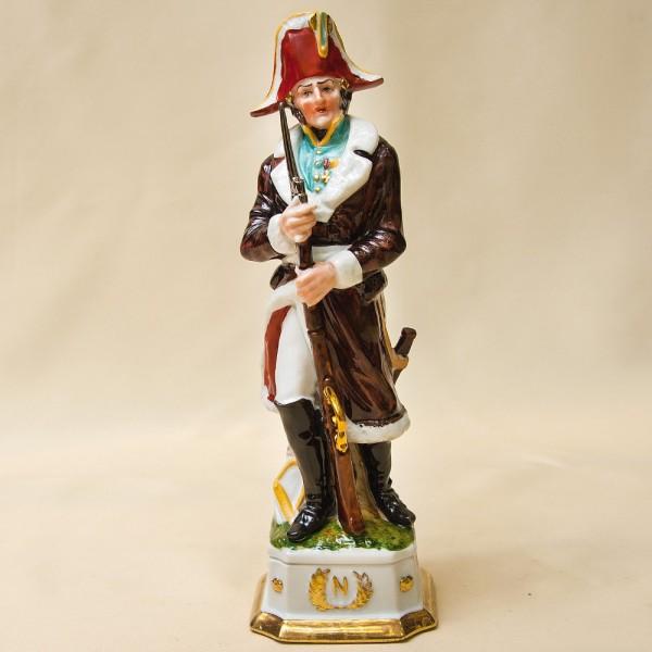 Статуэтка «Офицер Пехоты» из серии «Армия Наполеона» Фарфор Porcelain De LUXE Франция 60гг.