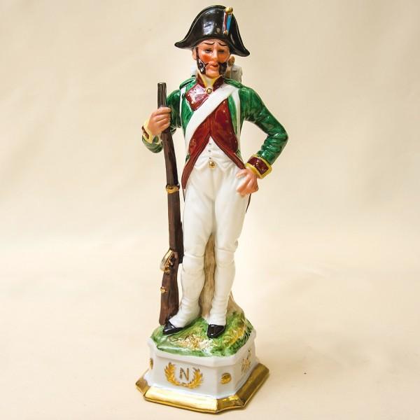 Статуэтка «Солдат Пехоты» из серии «Армия Наполеона» Фарфор Porcelain De LUXE Франция 60гг.