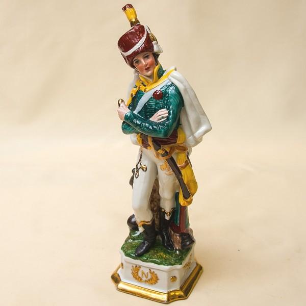 Статуэтка «Гусар» из серии «Армия Наполеона» Фарфор Porcelain De LUXE Франция 60гг.