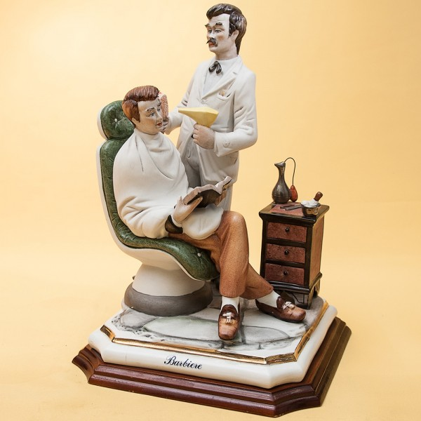 Скульптурная Композиция «В ПАРИКМАХЕРСКОЙ» Н-30см. Capodimonte Италия -60гг.
