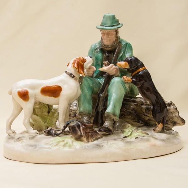 Редкая Фарфоровая Статуэтка «Охотник с собаками», Von Schierholz,  Германия -1932 -1935 годы.
