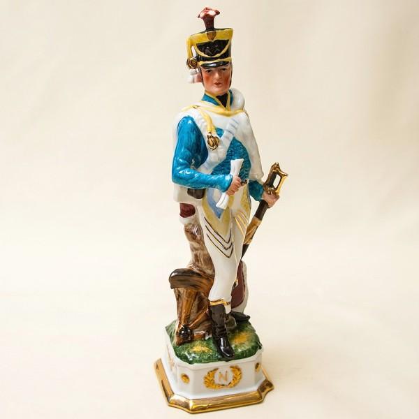 Статуэтка «Гусар с донесением» из серии «Армия Наполеона» Фарфор Porcelain De LUXE Франция 60гг.