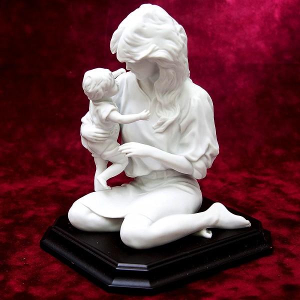 Редкая!!! Коллекционная Фарфоровая Статуэтка «Мать и дитя», Kaiser, Германия -1979 год.