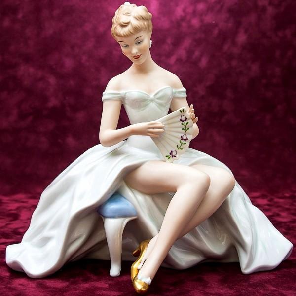 Большая Фарфоровая статуэтка «Балерина, Танцовщица c Веером»  ВАЛЕНДОРФ - WALLENDORF  Германия.