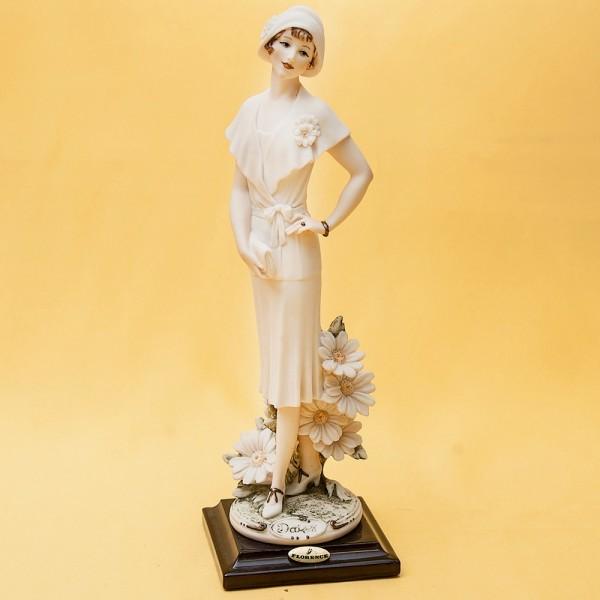 Коллекционная Статуэтка «Девушка - DAISY» Giuseppe ARMANI, Италия -1995 год.