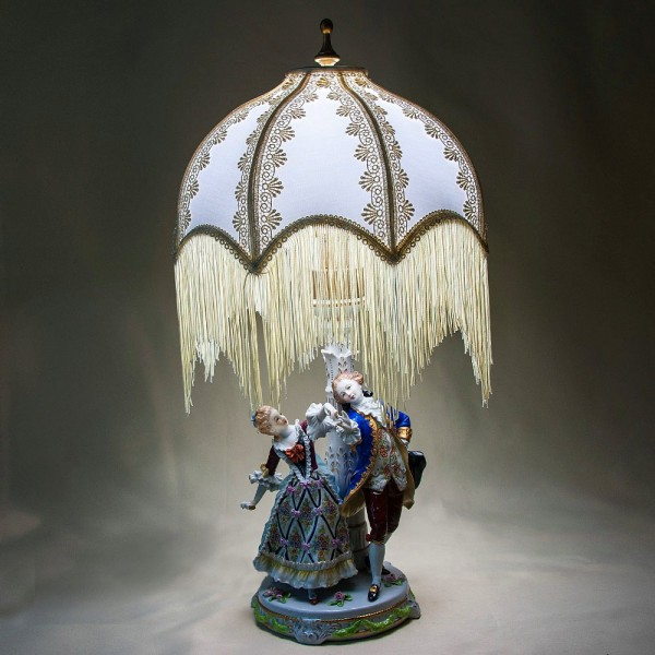 Фарфоровая Настольная Электрическая Лампа «Дама с кавалером» SITZENDORF Германия.