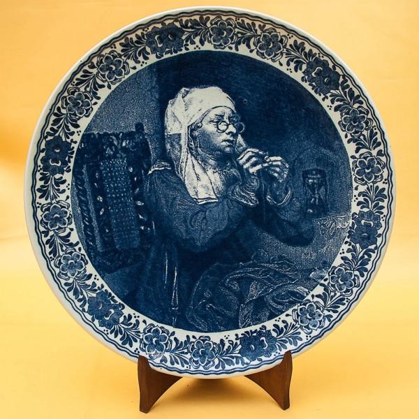 Коллекционная Декоративная Фарфоровая Тарелка «ЗА ШИТЬЕМ» Голландия DELFT, d -33 см.