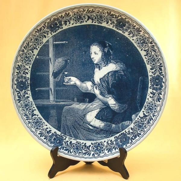 Декоративная Фарфоровая Тарелка - Блюдо «Дама с попугаем» Голландия DELFTs . d -33,5 см.