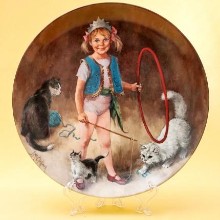 Коллекционная Тарелка «МЭГГИ Маленькая дрессировщица» Фарфор RECO США -1983 год.