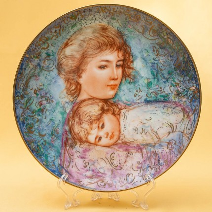 Коллекционная Тарелка «Материнство» Фарфор Knowles США -1984 год.