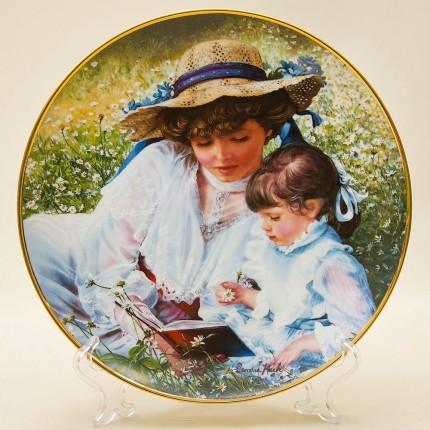 Коллекционная Тарелка «Когда-то давно» посвящена Дню матери. Фарфор RECO США -1985 год.