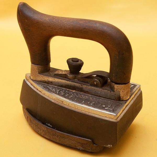 Редкость! Старинный Коллекционный Чугунный Утюг со съёмной ручкой на подставке, Англия.