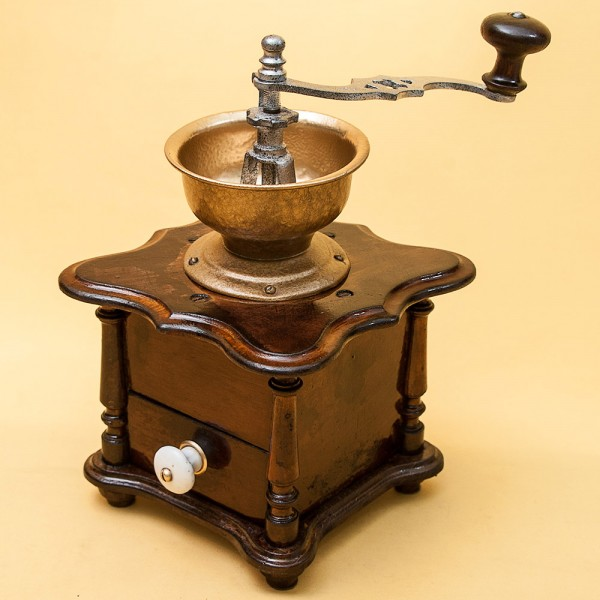 Коллекционная ручная механическая кофемолка Германия, середина ХХвека.